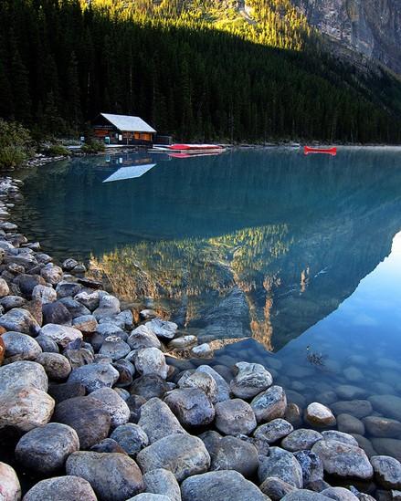 路易斯/【加拿大路易斯湖】三面雪山环抱,湖水碧绿绿如翡翠。